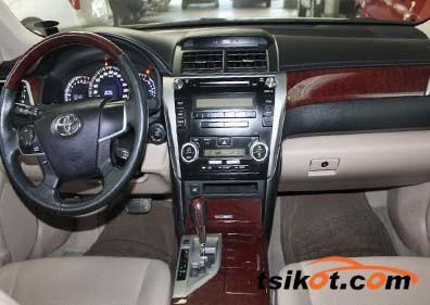 Toyota Camry 2012 - 4