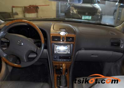 Nissan Cefiro 2000 - 4