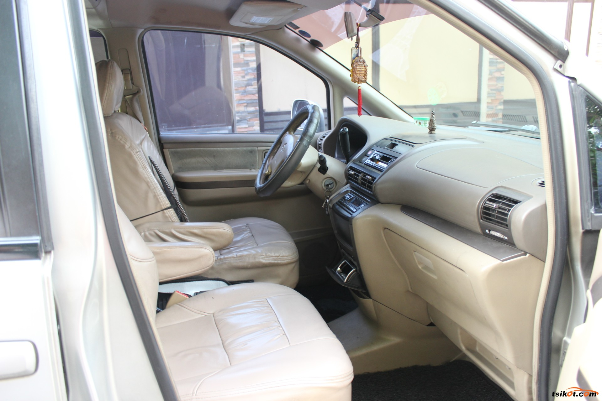 Nissan Serena 2004 - 4