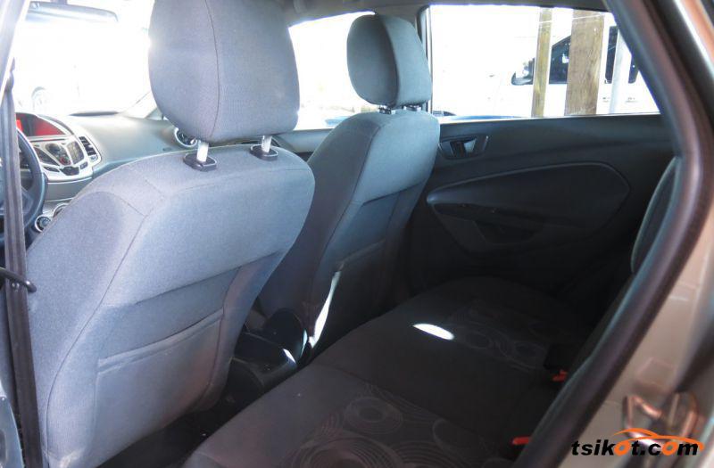 Ford Fiesta 2011 - 9