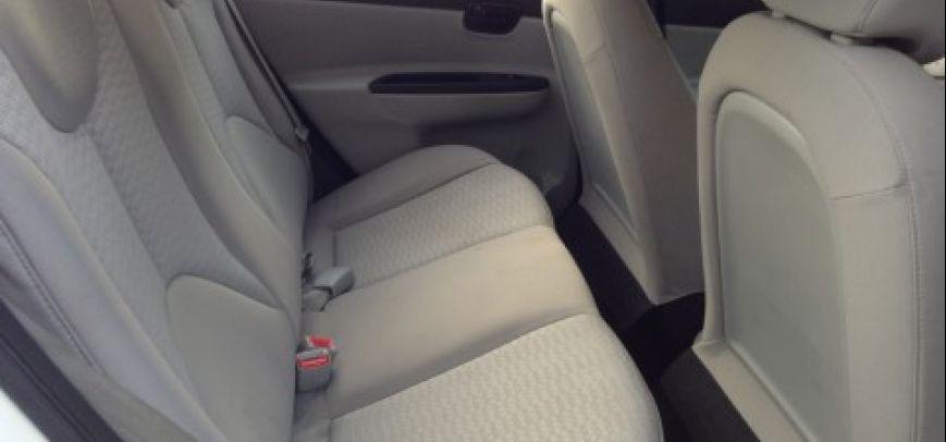 Hyundai Accent 2010 - 13