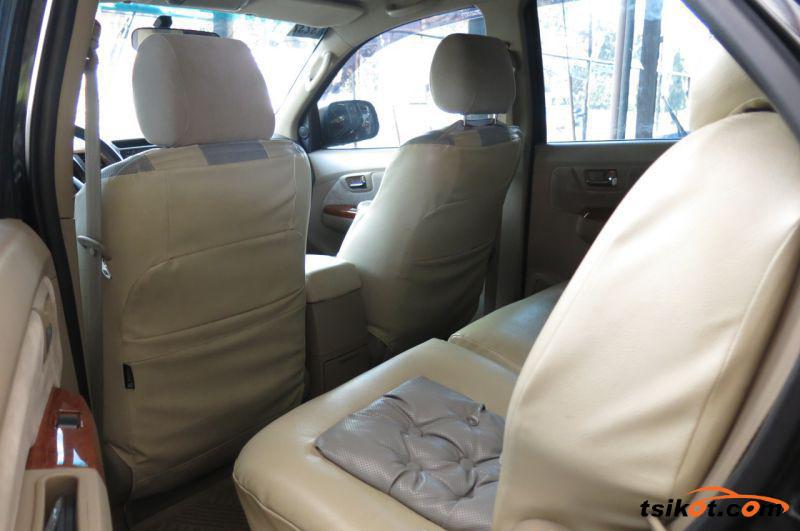 Toyota Fortuner 2011 - 6