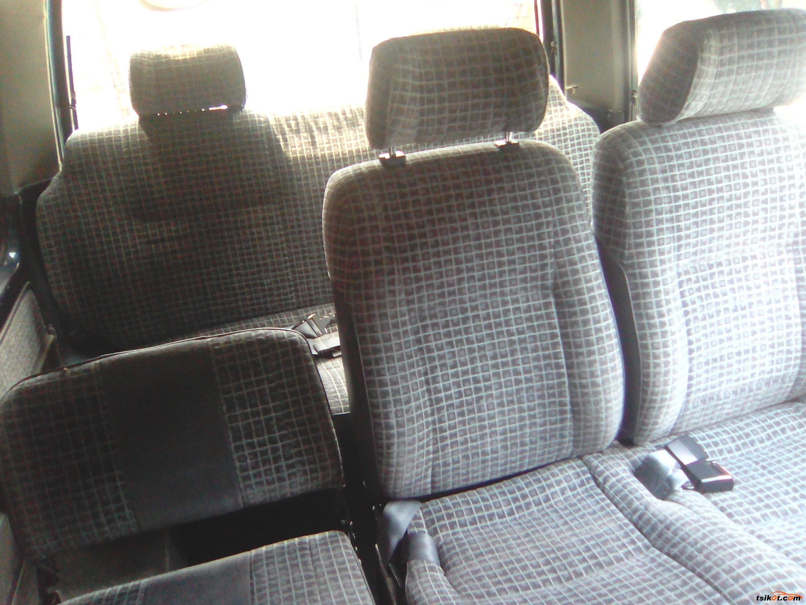 Nissan Urvan 2010 - 5