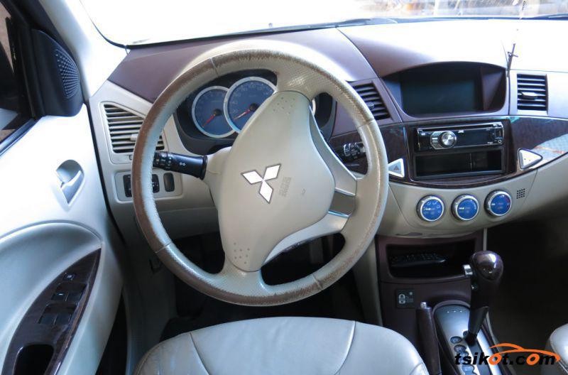 Mitsubishi Fuzion 2009 - 4