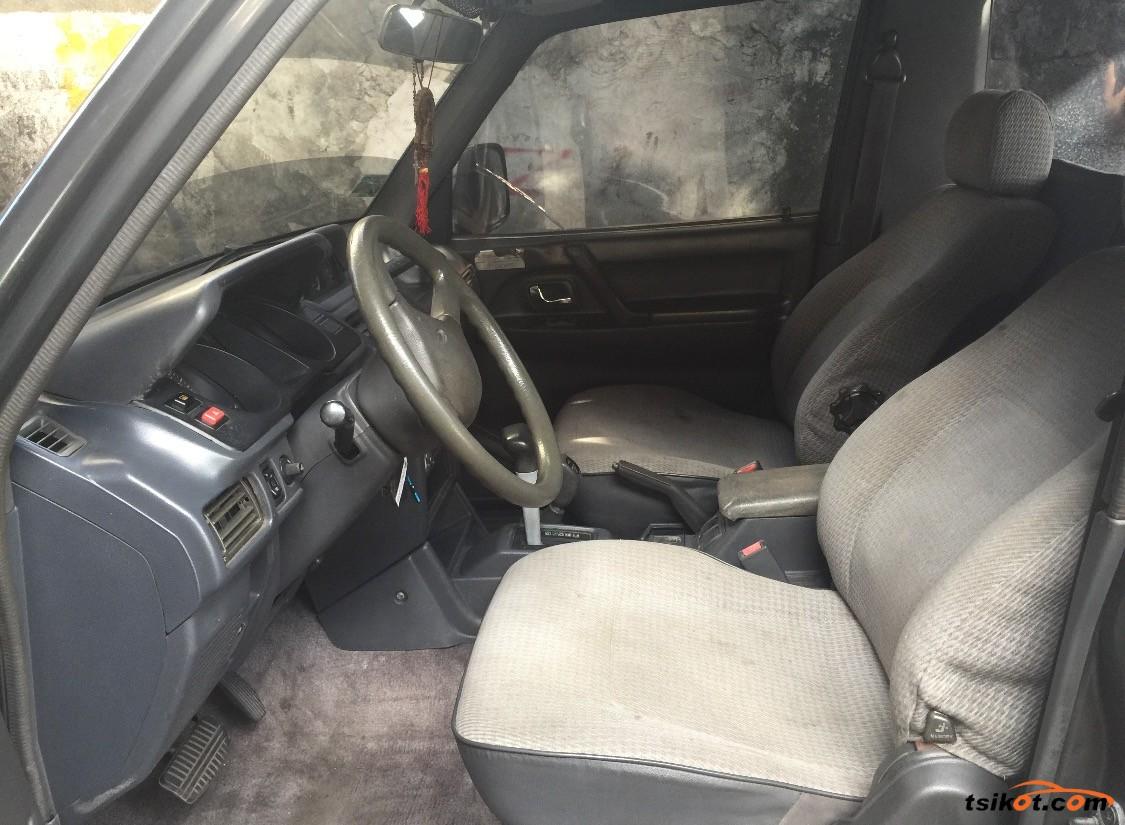 Mitsubishi Pajero 2001 - 4