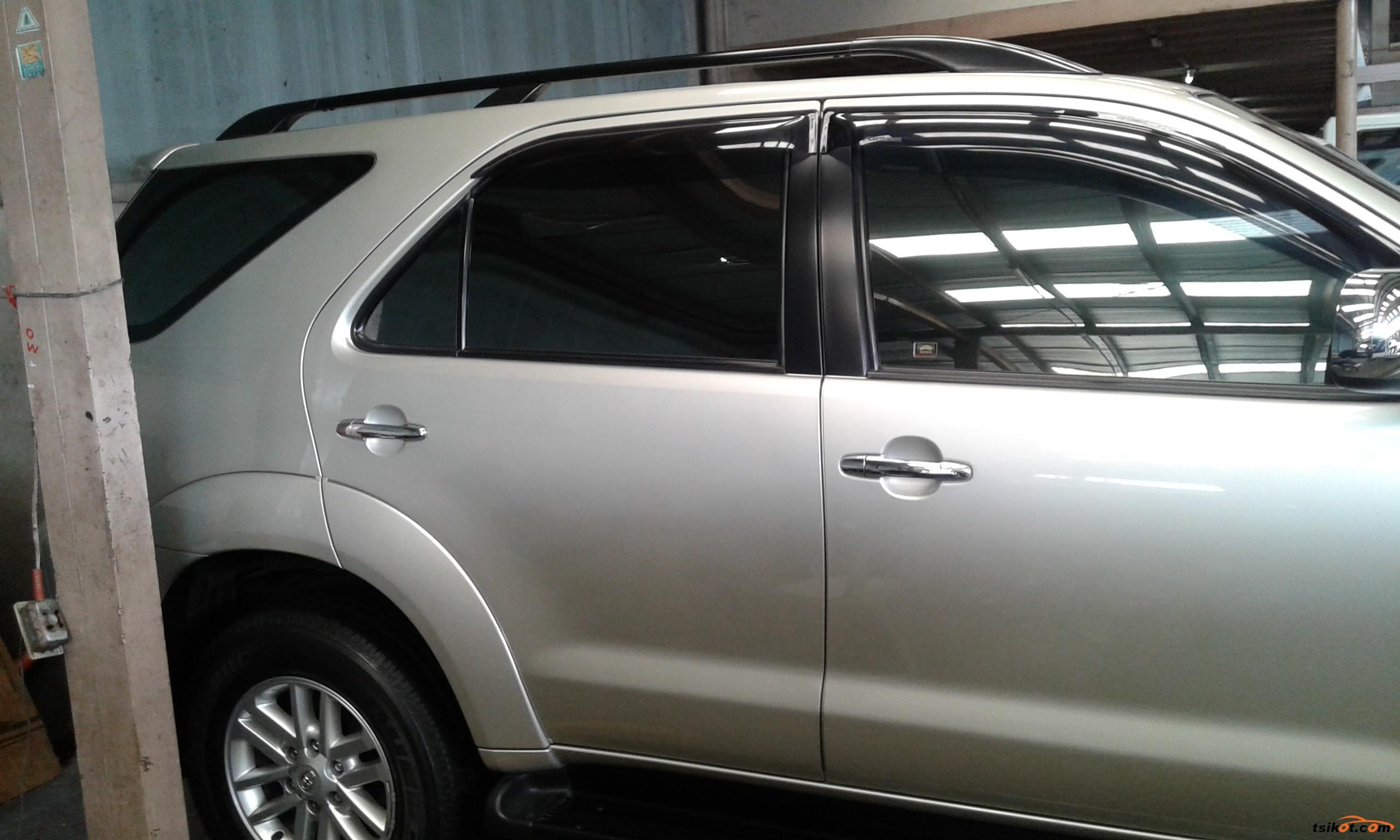 Toyota Fortuner 2011 - 7