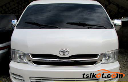 Toyota Hi-Ace 2009 - 2
