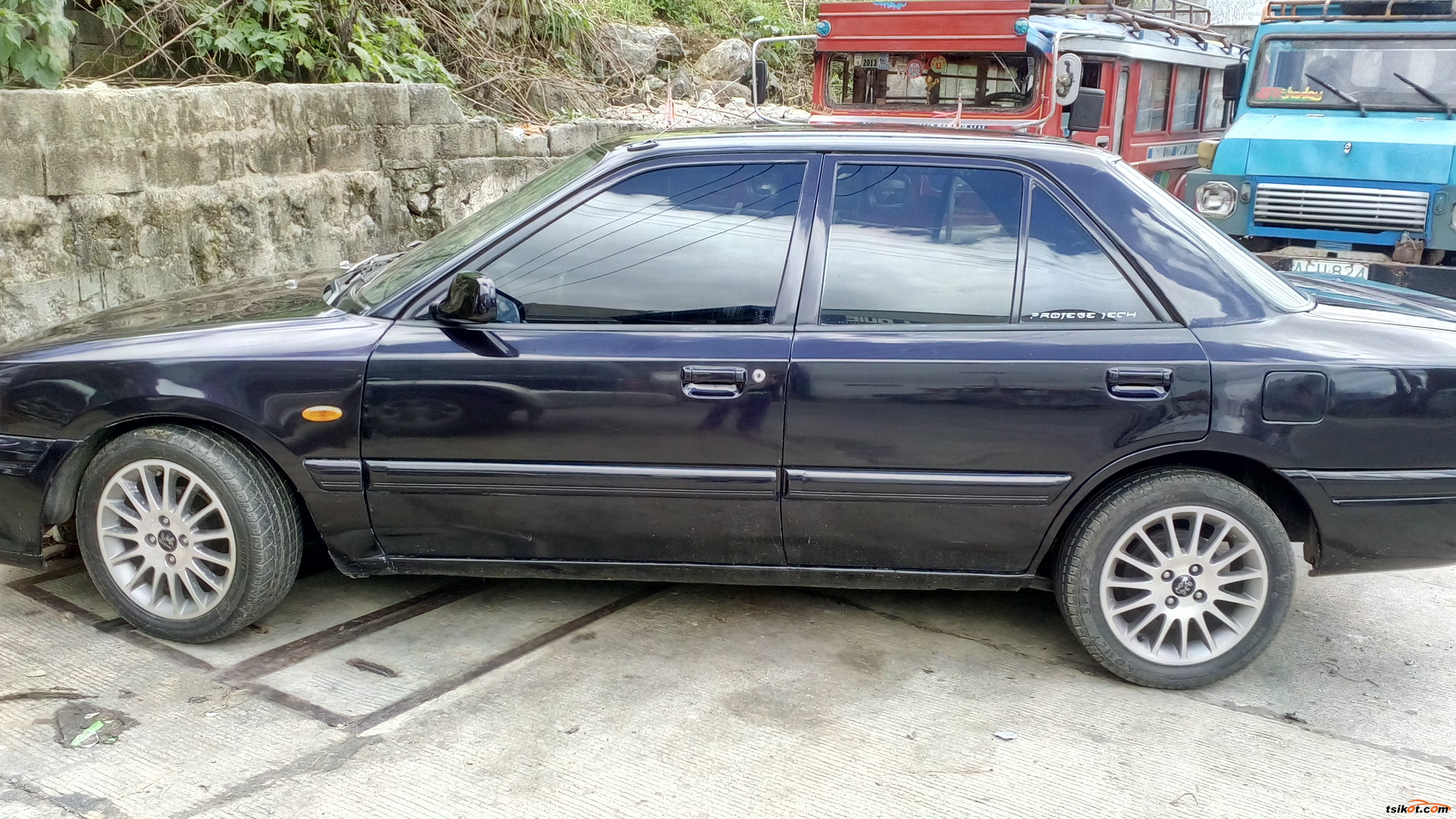 Mazda 323 1993 - 2