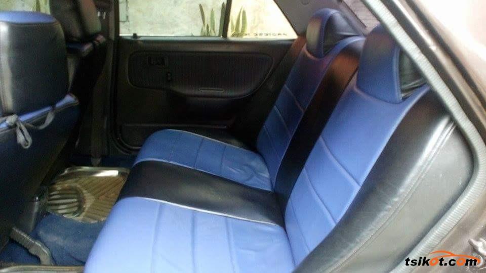 Mazda 323 1993 - 3