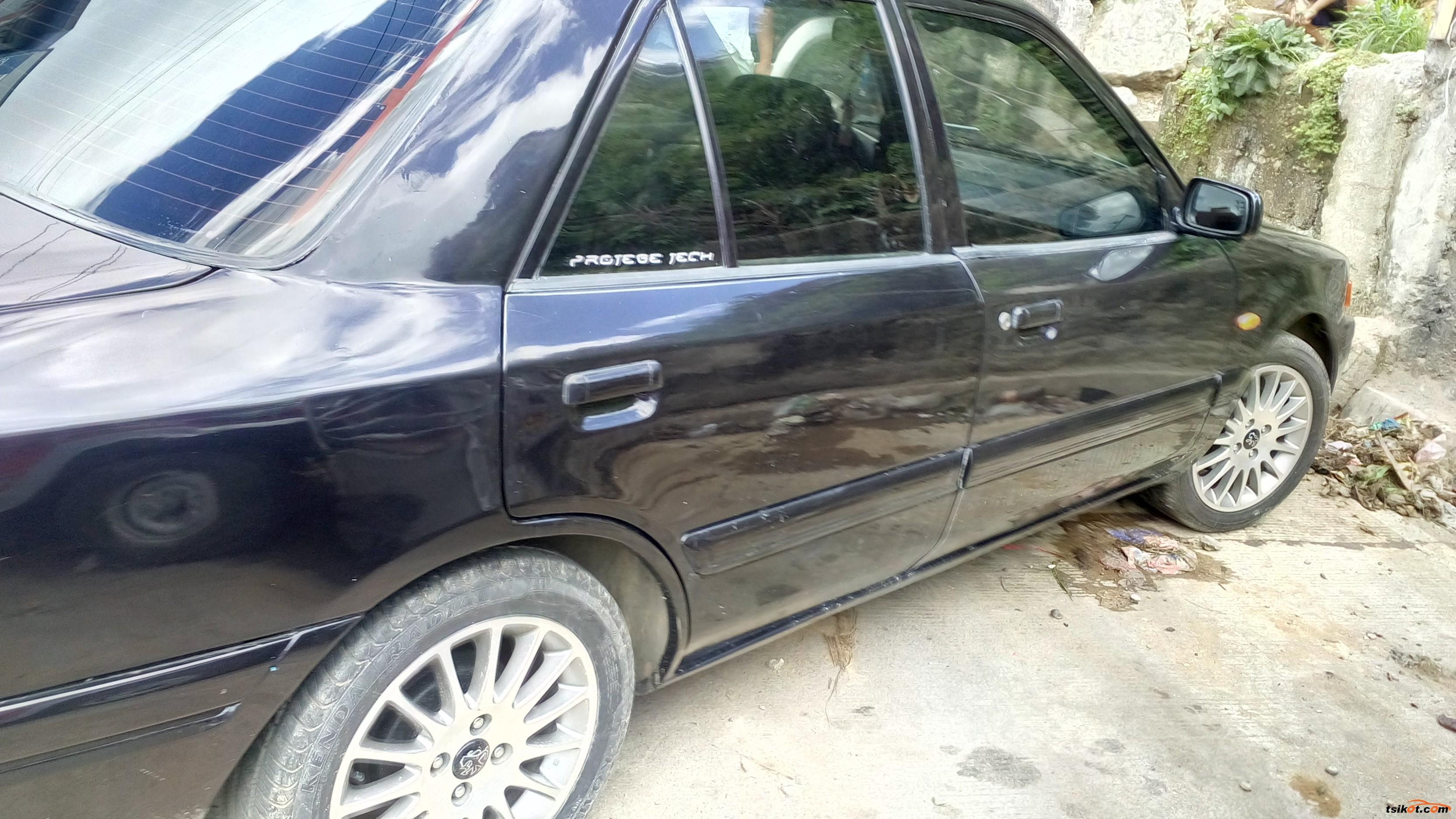 Mazda 323 1993 - 4