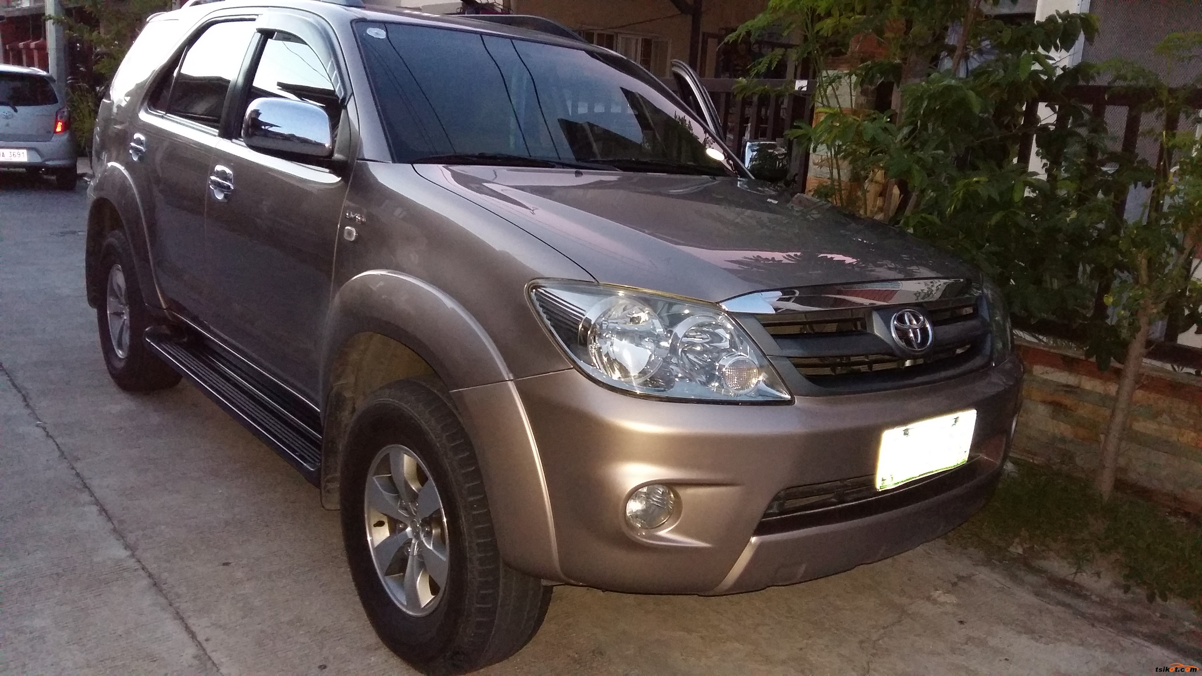 Toyota Fortuner 2006 - Car for Sale Central Luzon