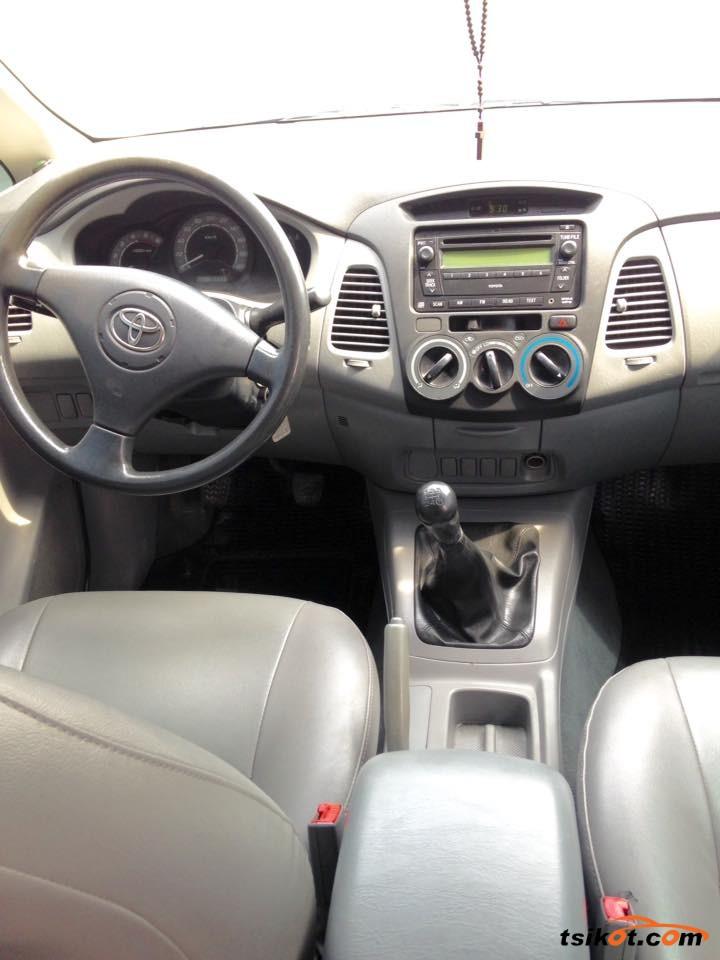 Toyota Innova 2009 - 7