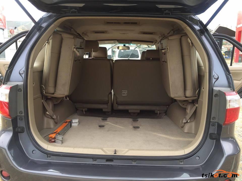 Toyota Fortuner 2011 - 2