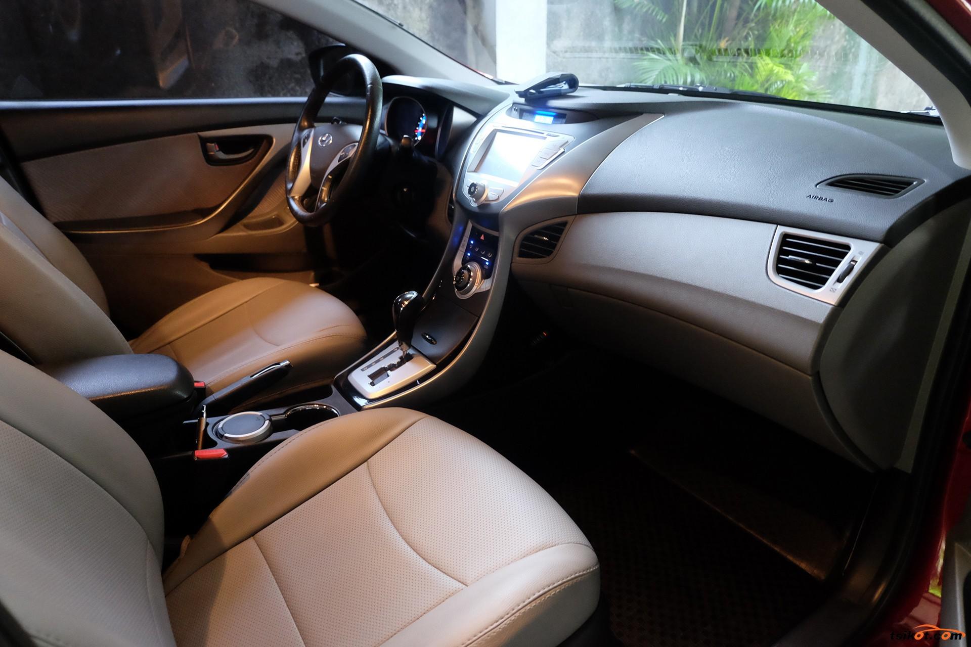 Hyundai Elantra 2011 - 5
