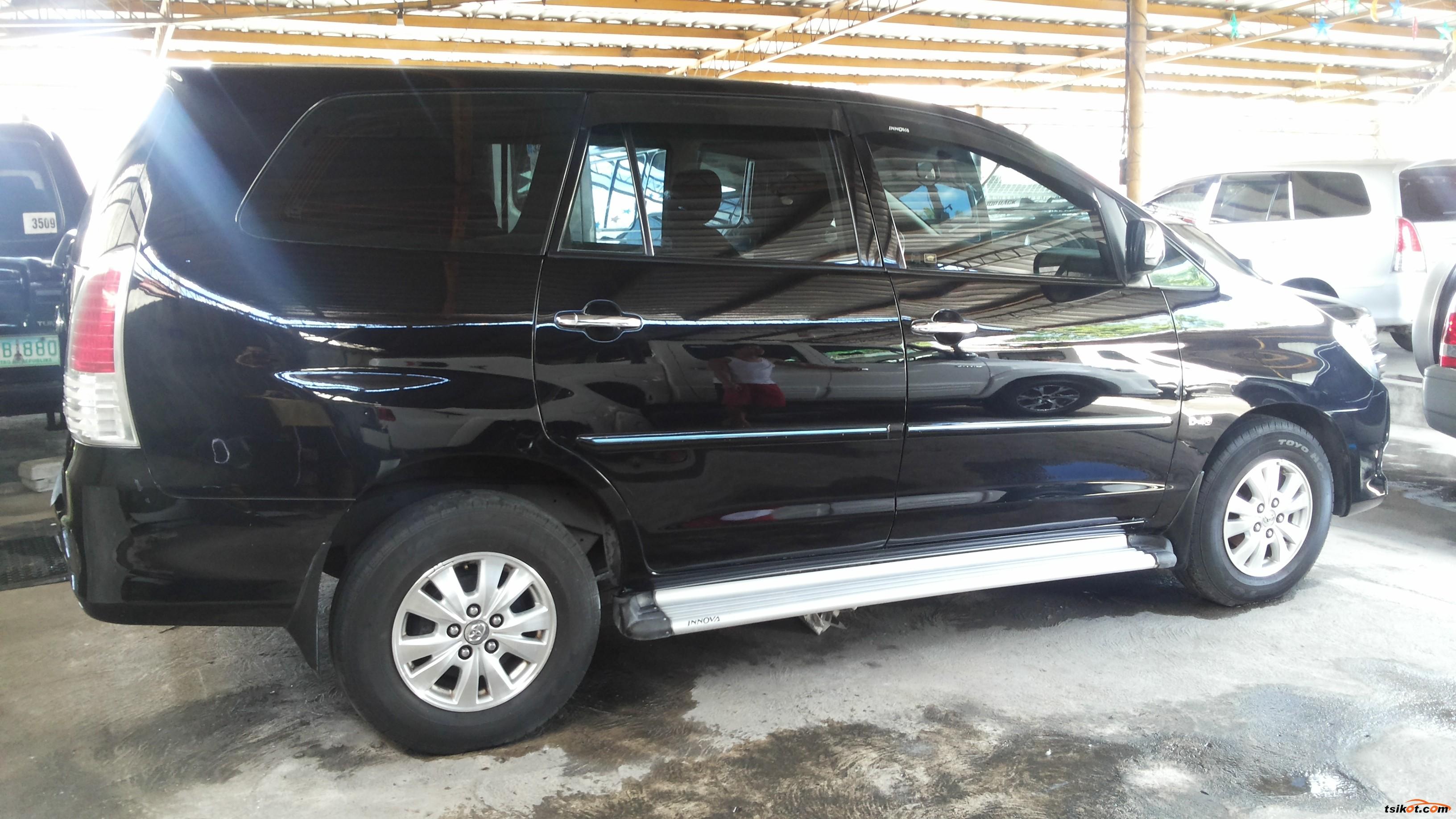 Toyota Innova 2010 - 3