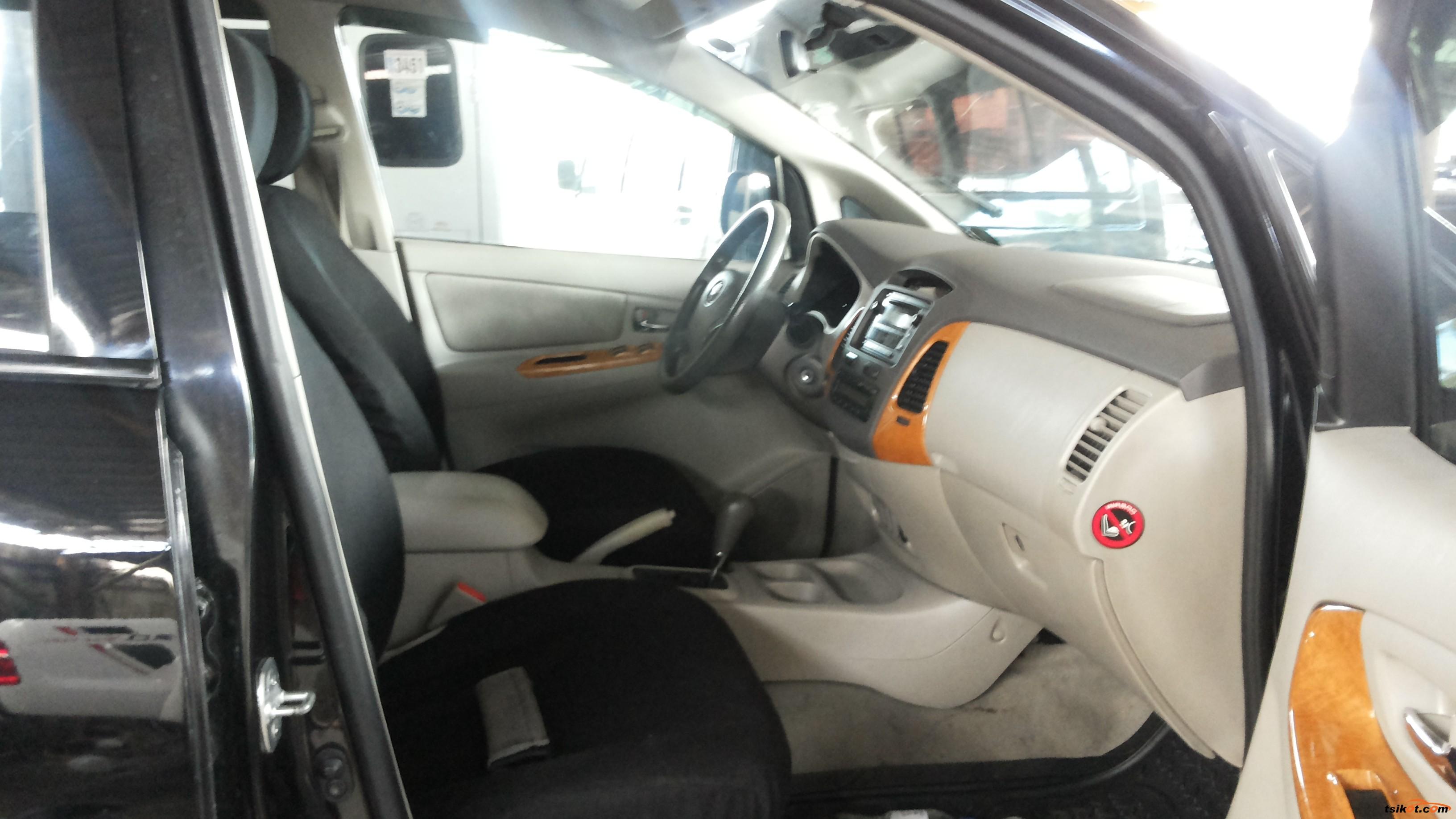 Toyota Innova 2010 - 7