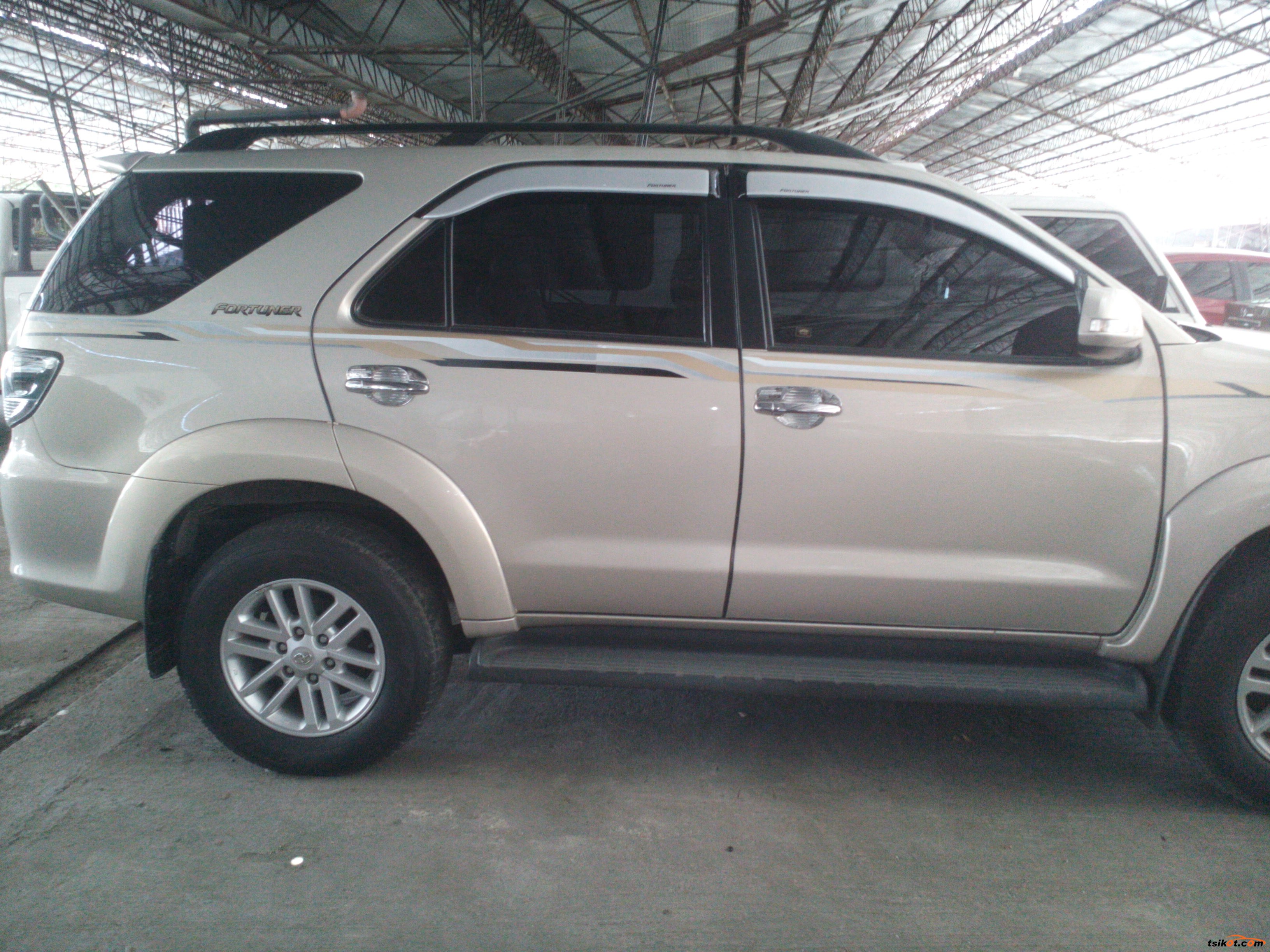 Toyota Fortuner 2012 - 9