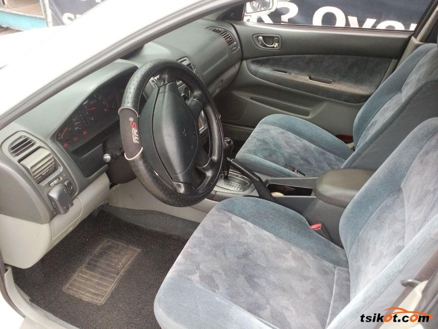 Mitsubishi Galant 2001 - 1