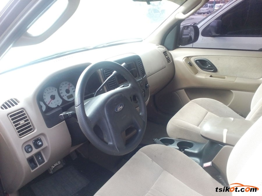 Ford Escape 2003 - 2