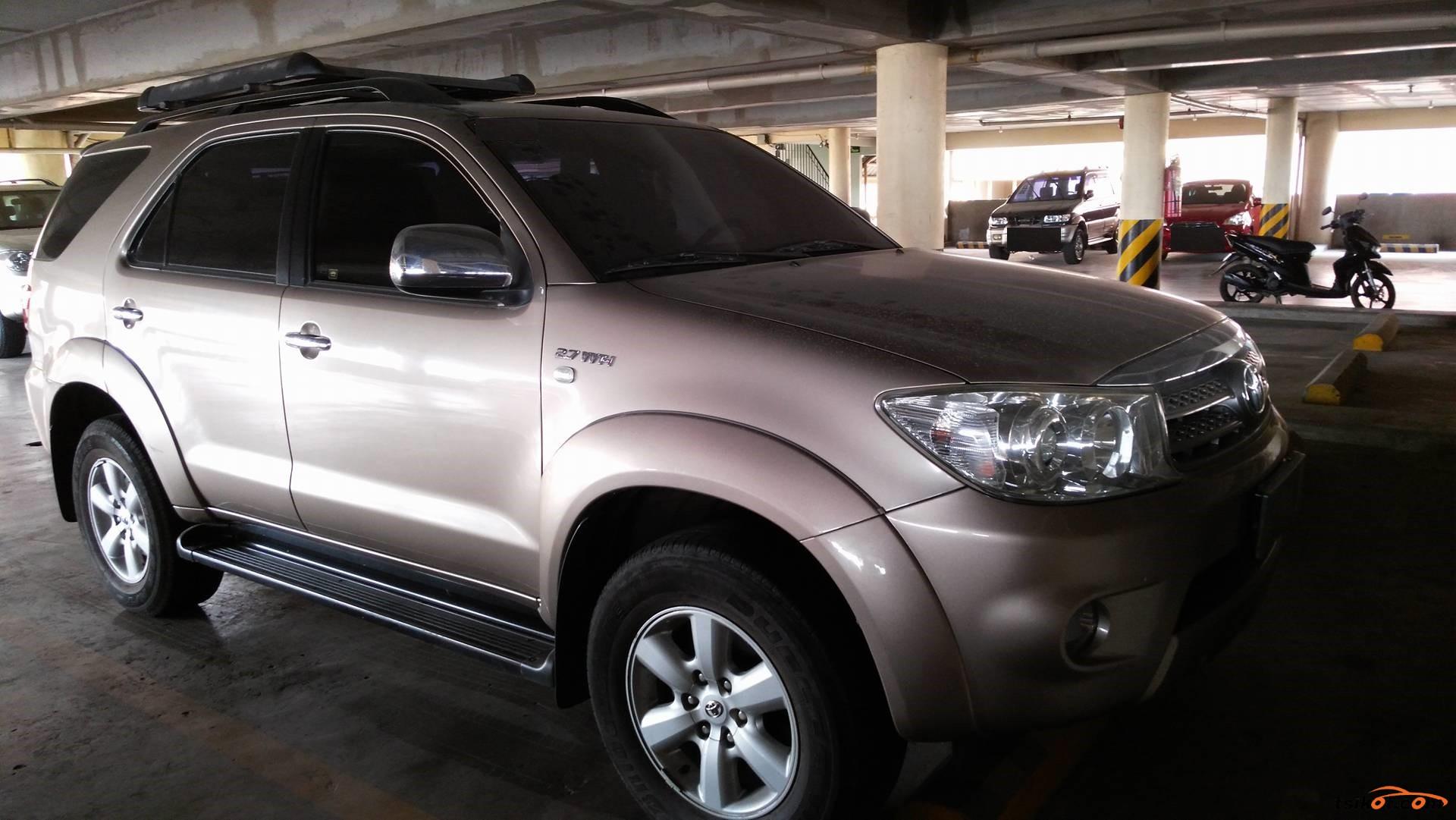 Toyota Fortuner 2011 - 4