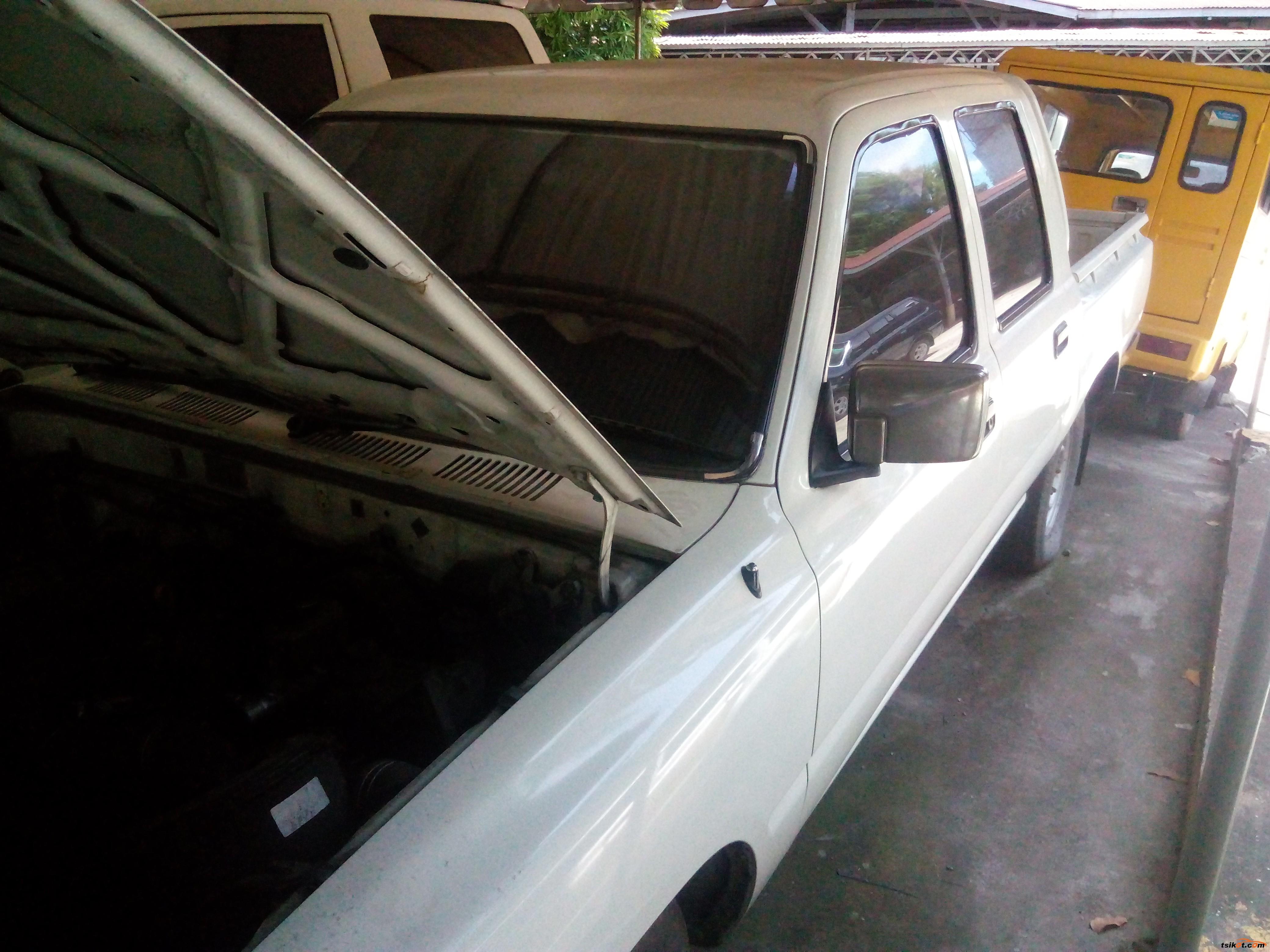 Toyota Hilux 2001 - 1