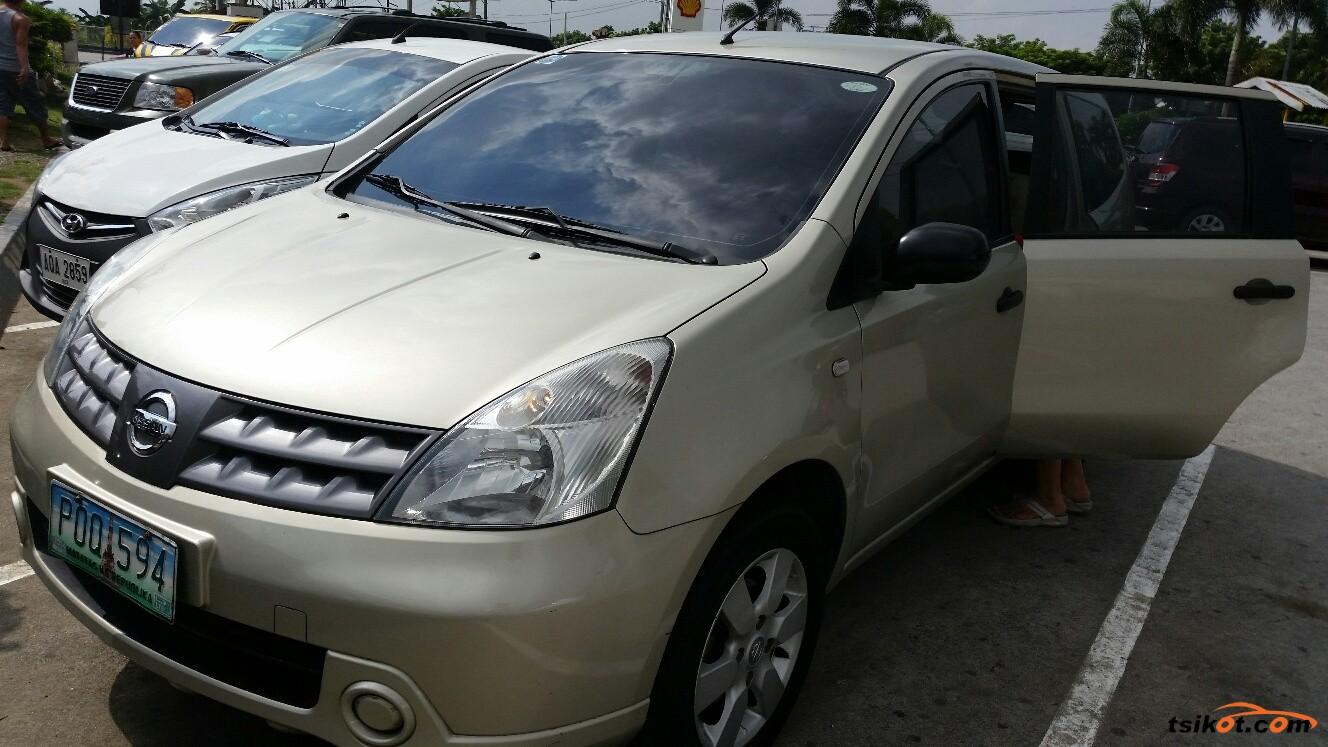 Nissan Livina 2010 - 1