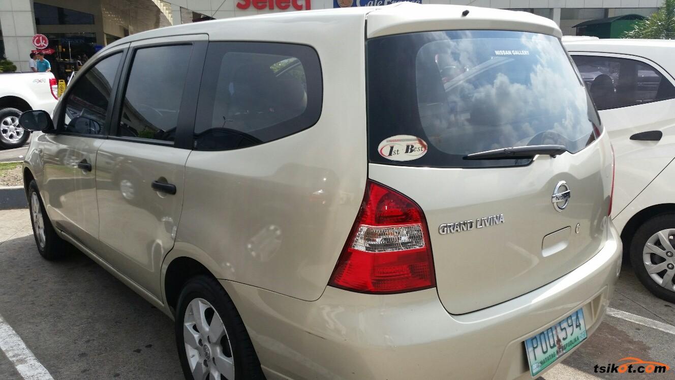 Nissan Livina 2010 - 2