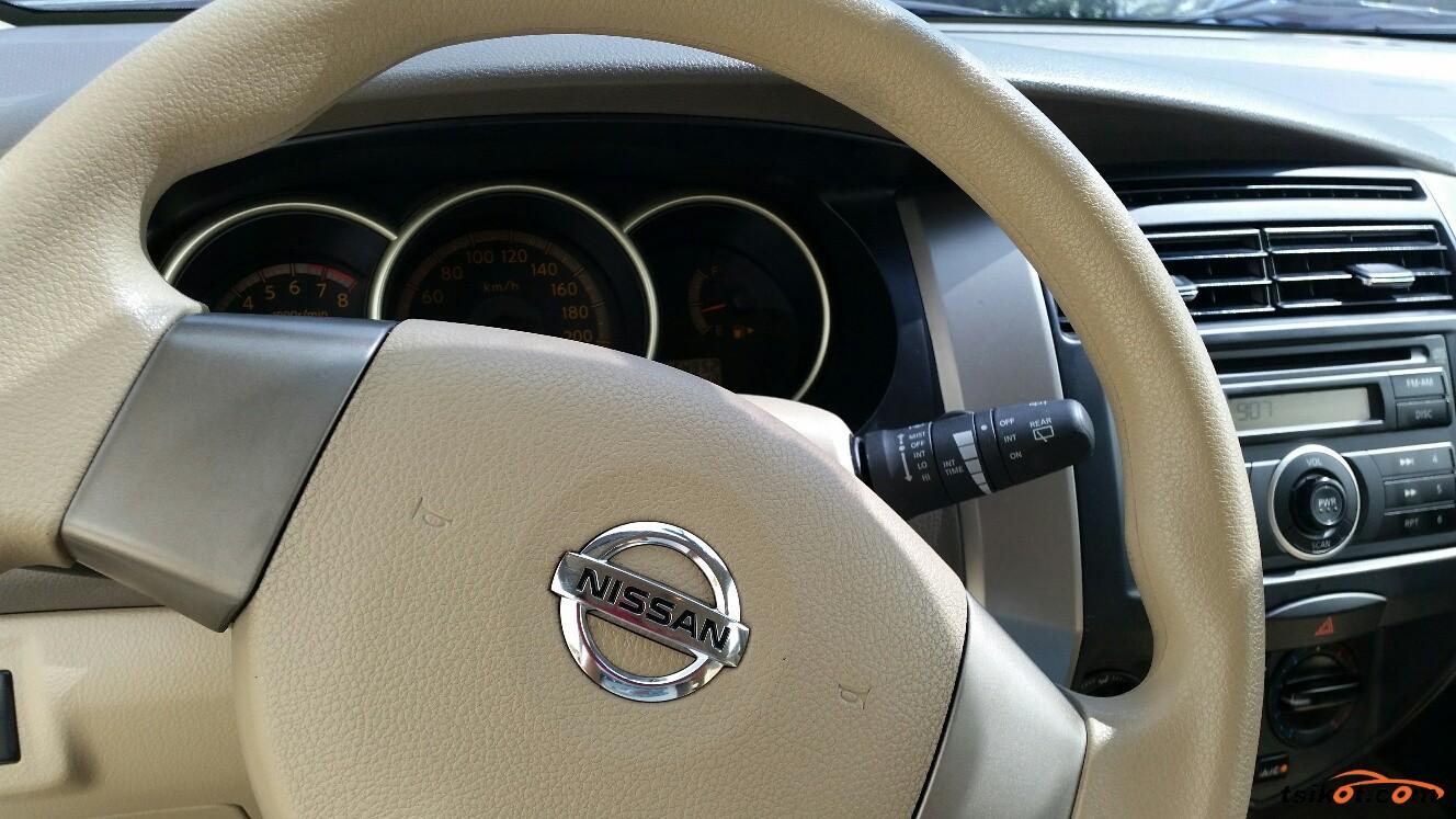 Nissan Livina 2010 - 4