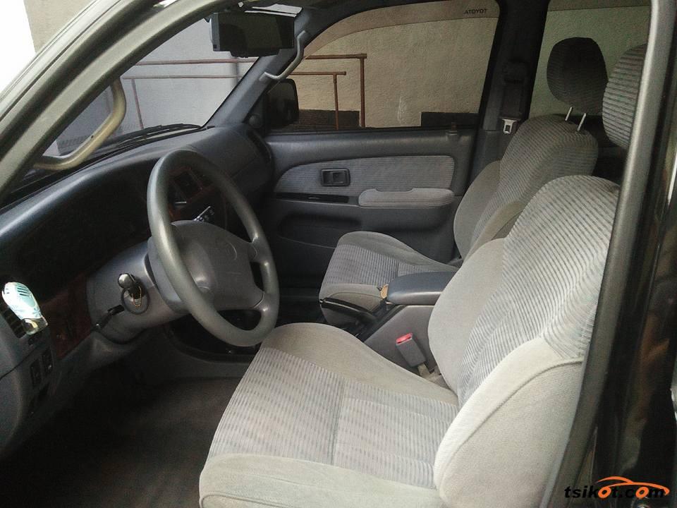 Toyota Hilux 1997 - 6