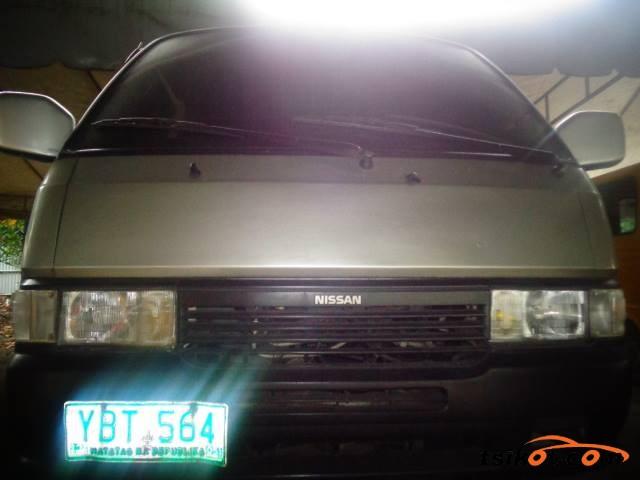 Nissan Urvan 2005 - 1