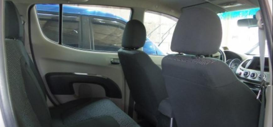 Mitsubishi Strada 2010 - 12