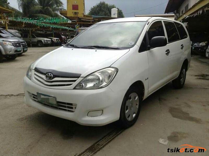 Toyota Innova 2011 - 3