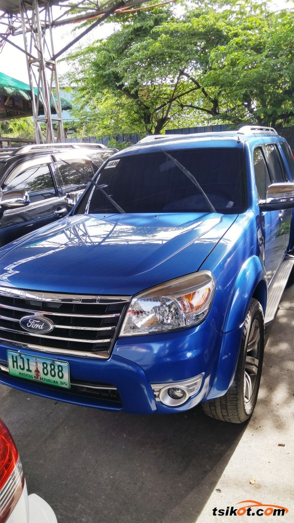 Ford Everest 2012 - 1