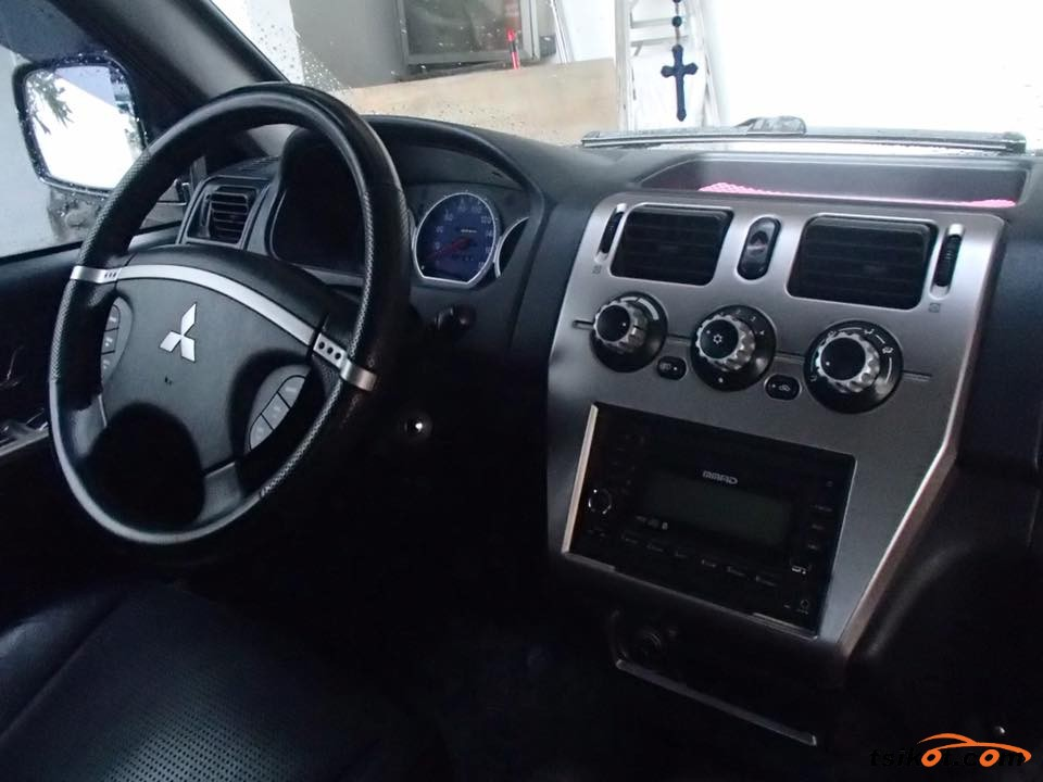 Mitsubishi Adventure 2010 - 7