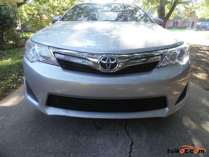 Toyota Camry 2014 - 6