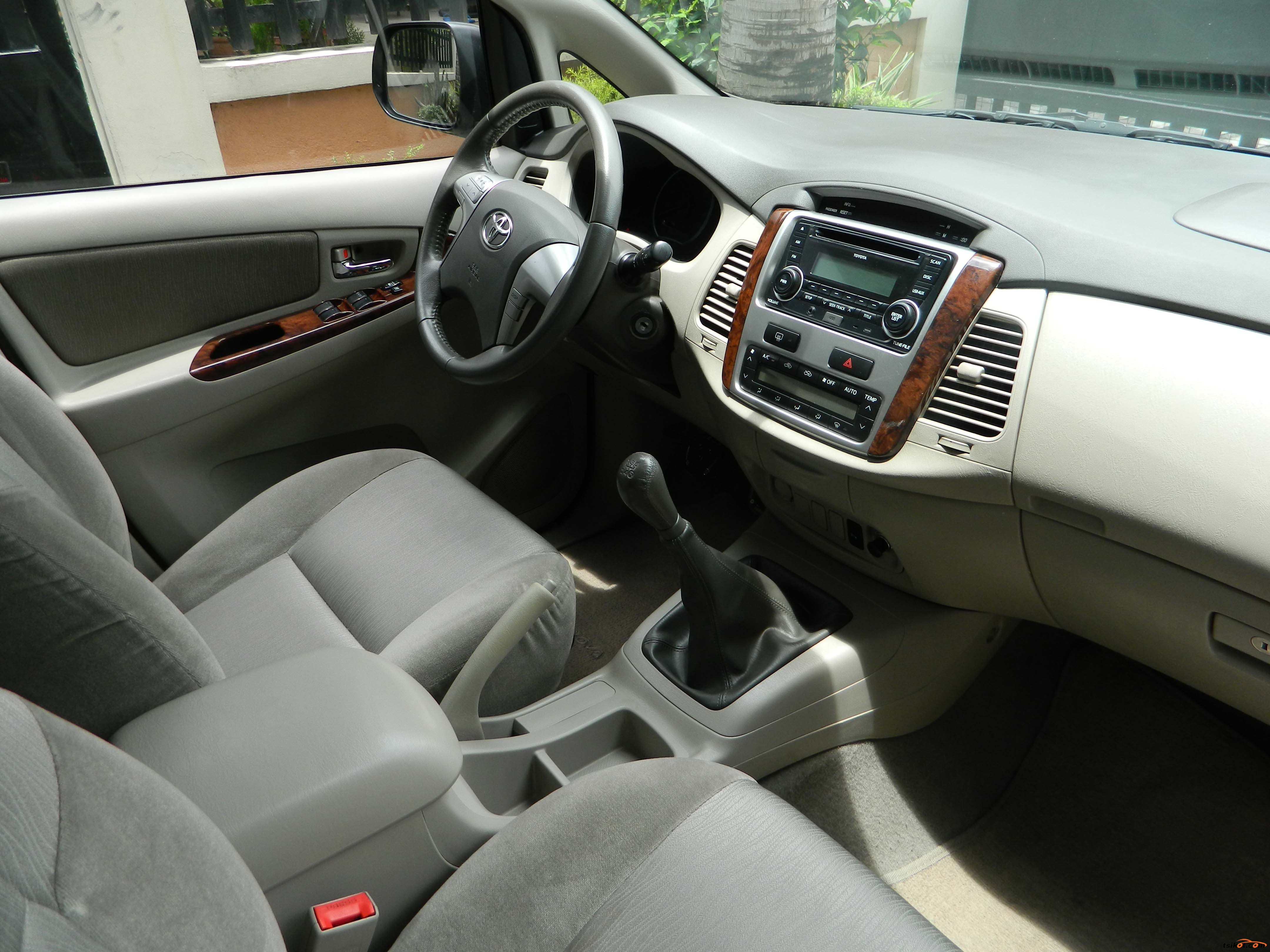 Toyota Innova 2012 - 3