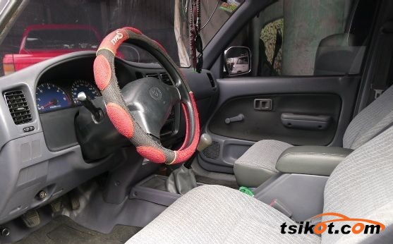 Toyota Hilux 1999 - 3