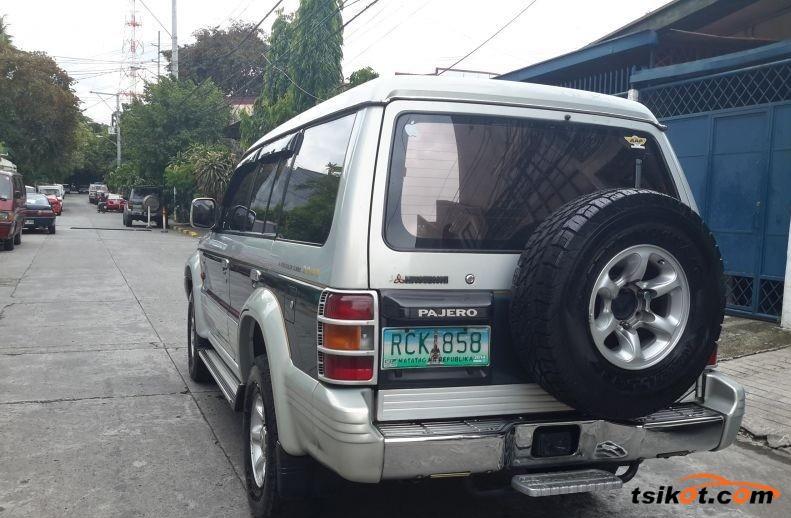 Mitsubishi Pajero 1993 - 2