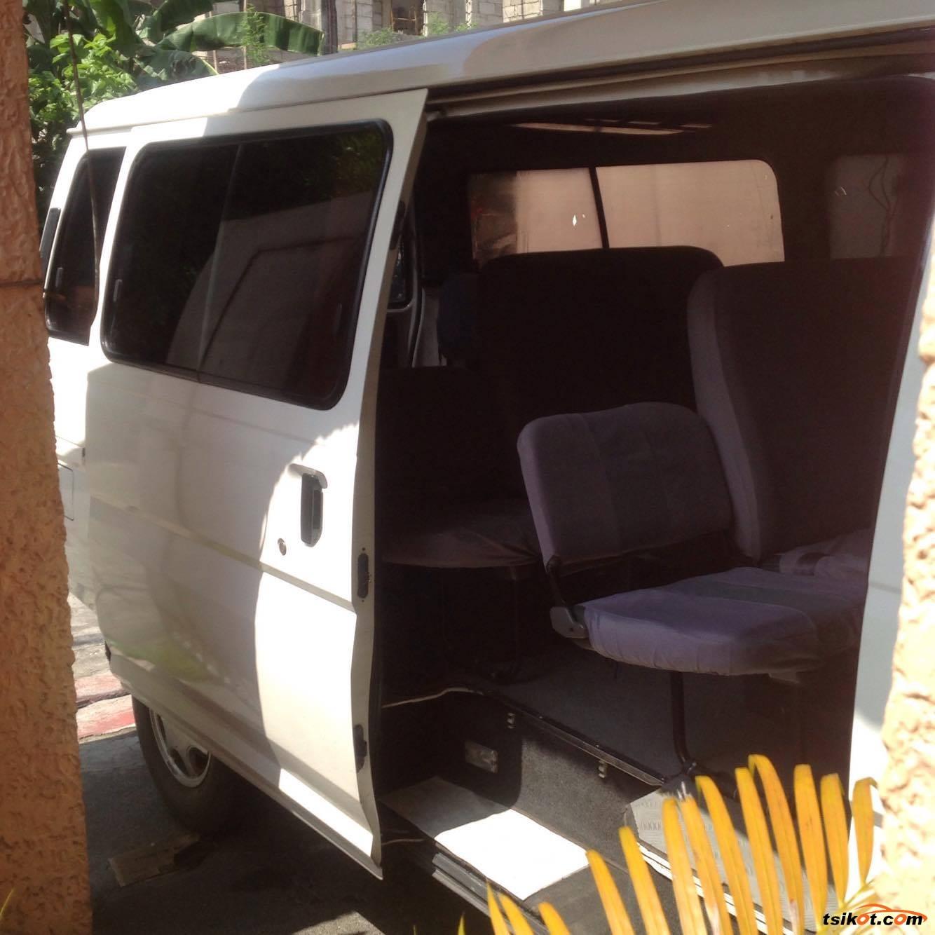 Nissan Urvan 2011 - 4