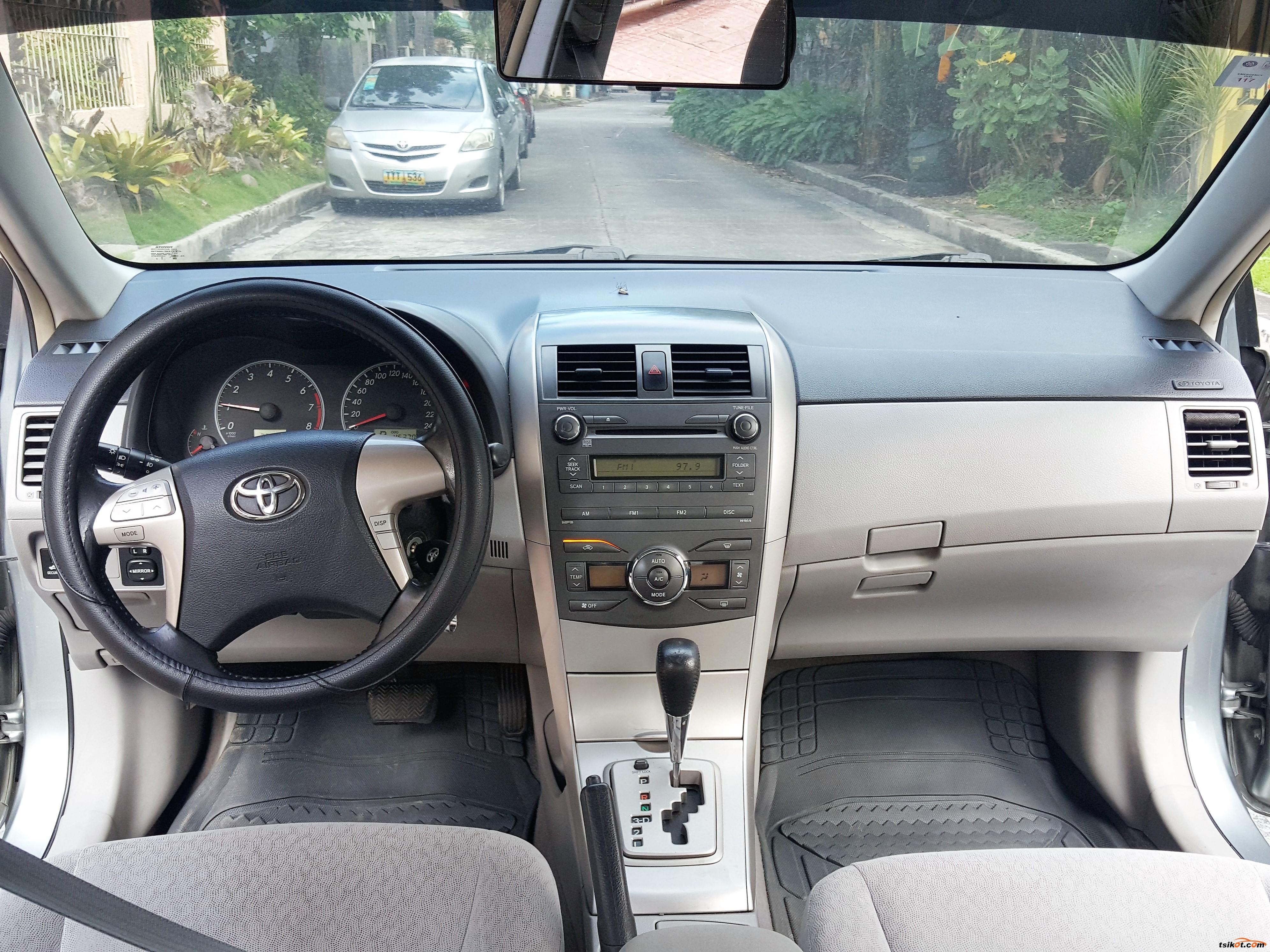 Toyota Corolla 2010 - 8