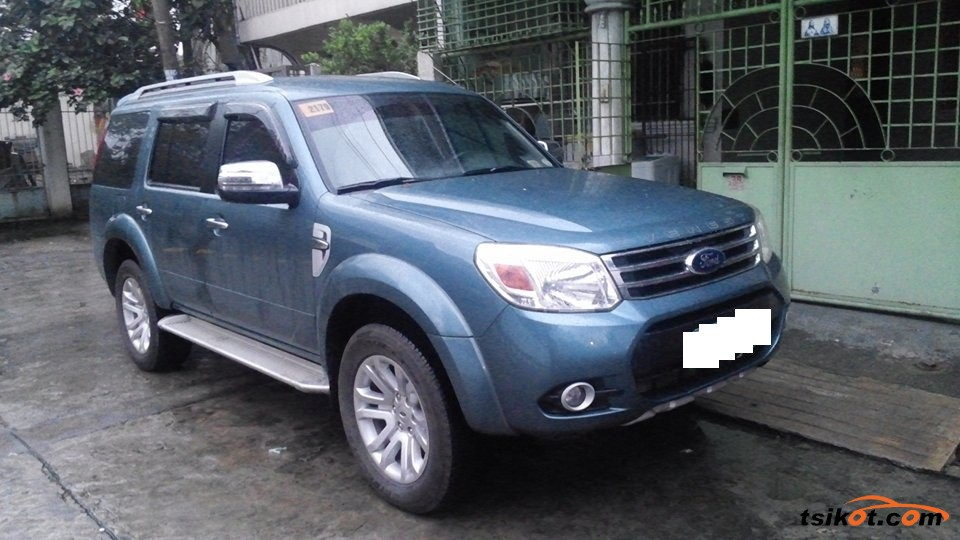 Ford Everest - 1