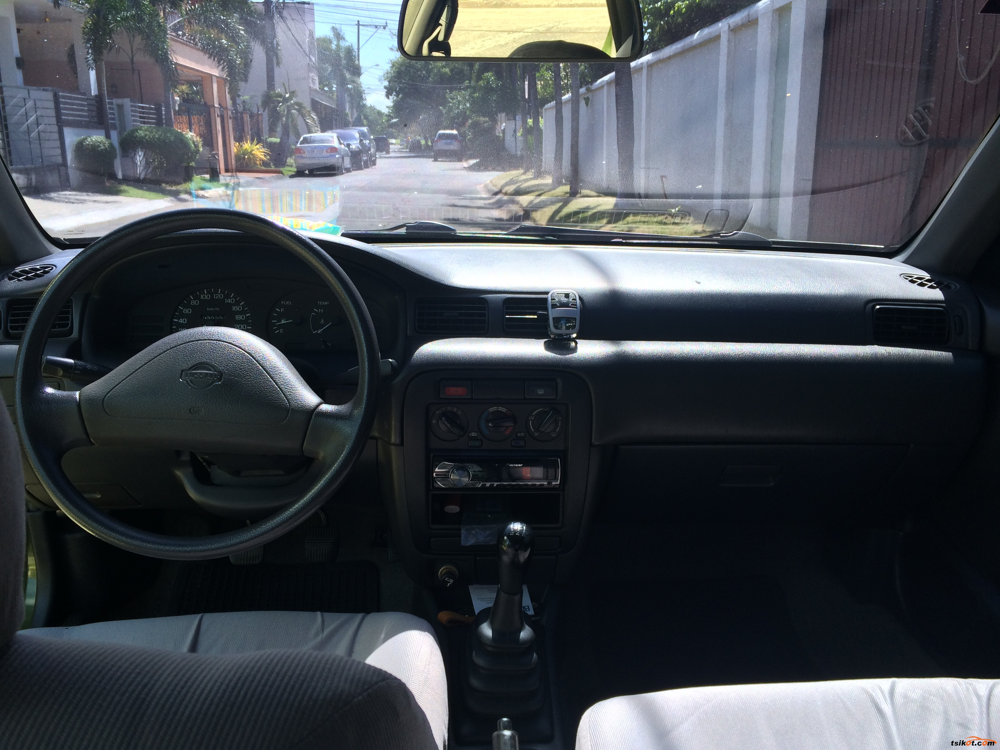 Nissan Sentra 2001 - 4