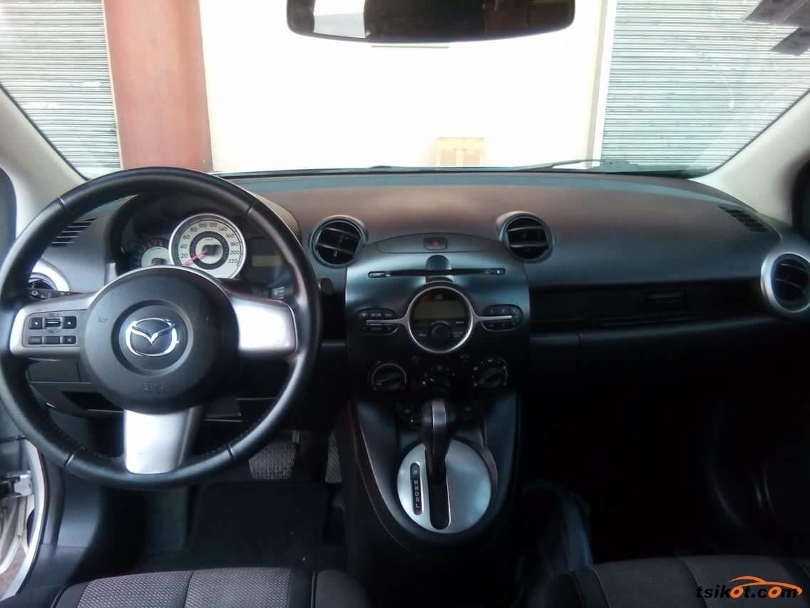 Mazda 2 2010 - 2