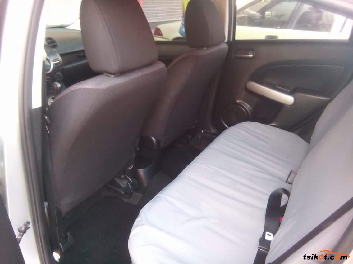 Mazda 2 2010 - 3
