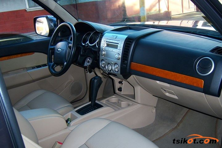 Ford Everest 2012 - 2