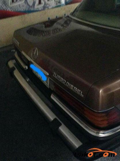 Mercedes-Benz 300 1979 - 2