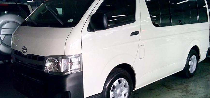 Toyota Hi-Ace 2015 - 1