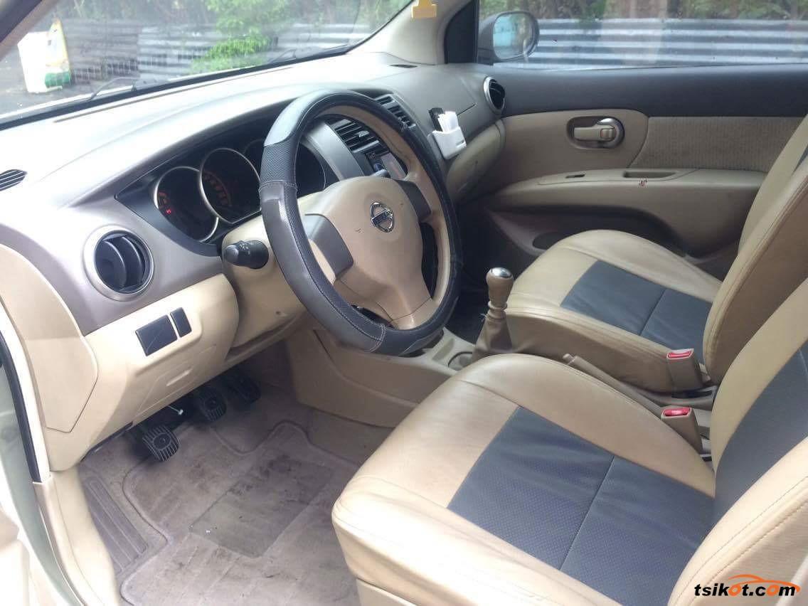 Nissan Grand Livina 2010 - 2