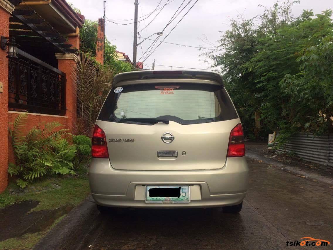 Nissan Grand Livina 2010 - 6