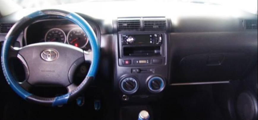 Toyota Avanza 2010 - 4